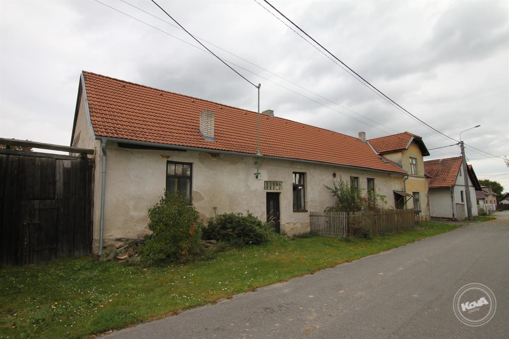 Prodej rodinného domu 270 m2 v klidné obci Rataje, okres Benešov.