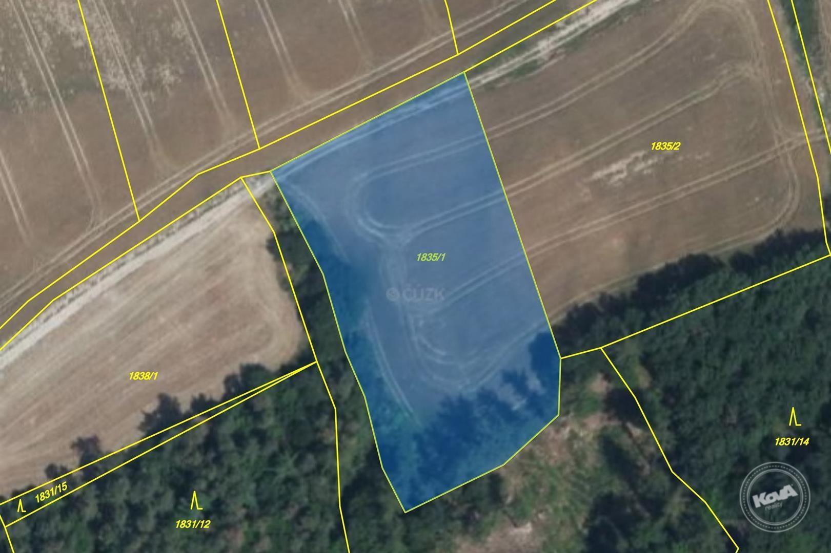 Aukce spoluvlastnických podílů 1/12 na pozemcích o výměře 9 222 m2 v kú. Unhošť, okr. Kladno