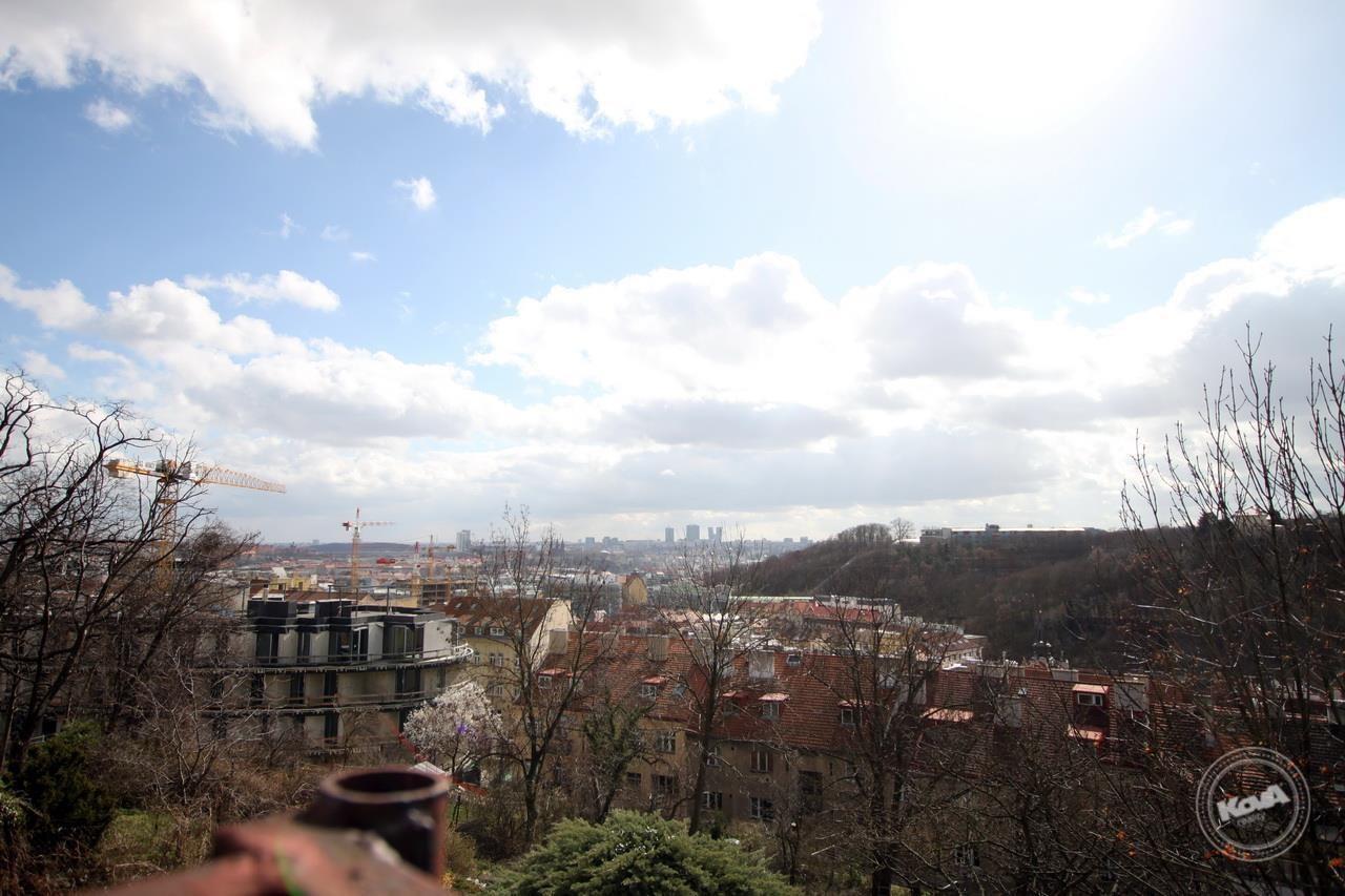 Dražba stavebního pozemku s výhledem na Prahu