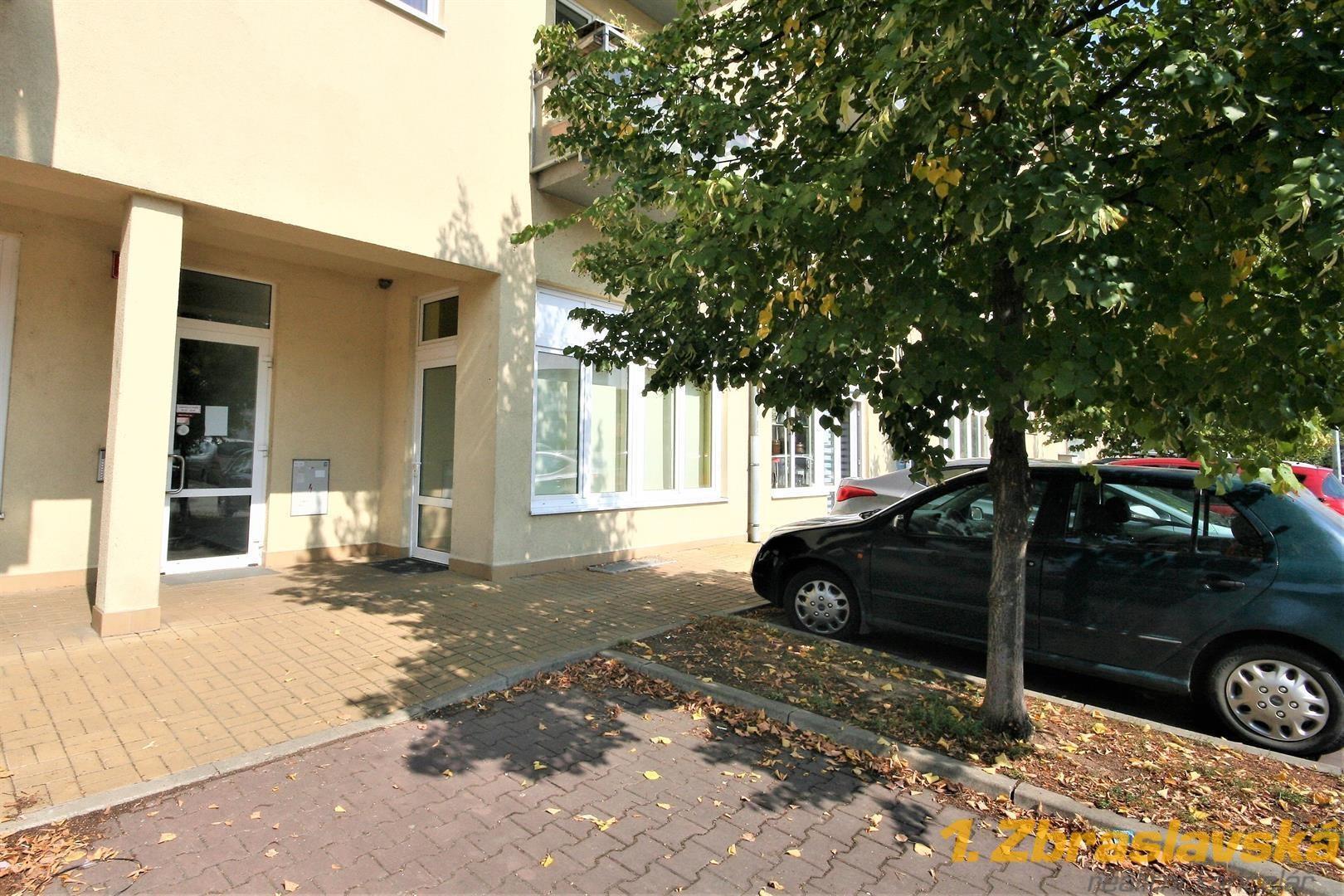 Zbraslav, pronájem obchodních prostor 56,4 m2, Praha 5