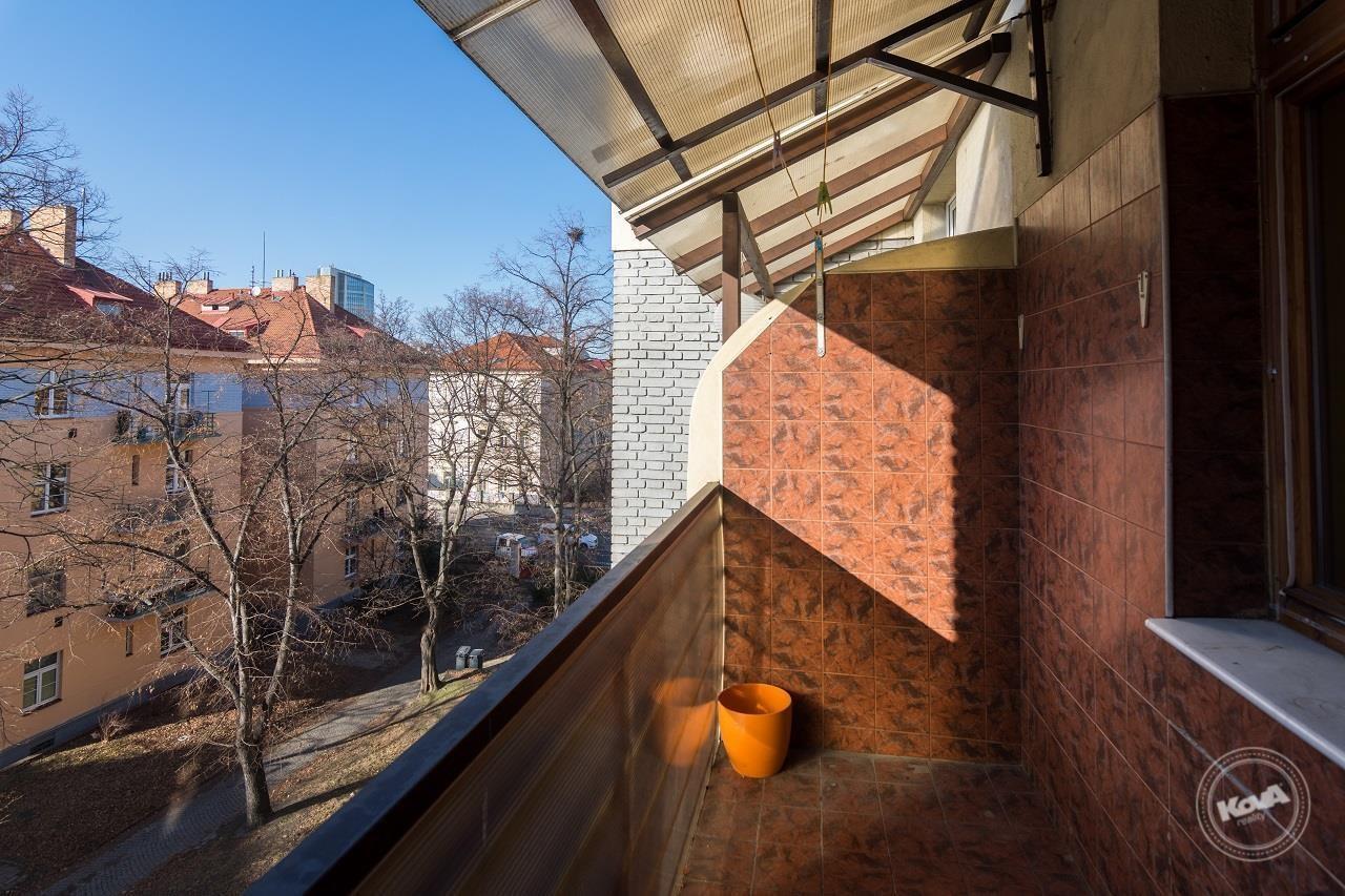 Balkon je orientován do vnitrobloku